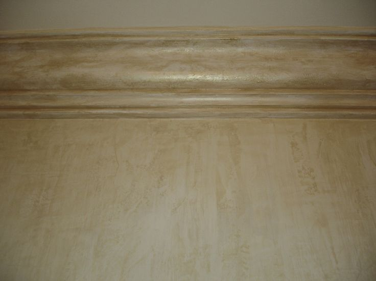 Living room wall finish. Protected with a special wax to give it a shine and to protect the walls. Pinheiros Altos 2006.