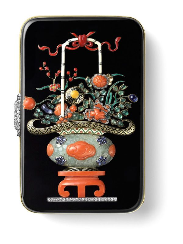1927 Cartier Vanity Case with Chinese Vase Decoration Gold, platinum, carved emerald, emerald and sapphire cabochons, onyx, coral, single- and rose-cut diamonds, red, ivory-coloured, black, green and yellow enamel