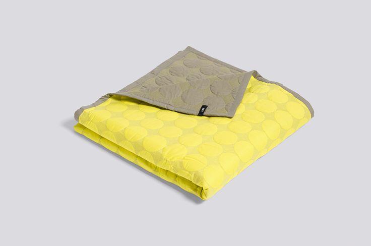Couvre lit jaune