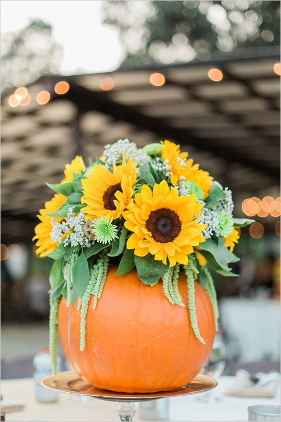 Sunflower Pumpkin Centerpiece|32 Ways to Use Pumpkins in Your Fall Wedding|Photography: Jenna Petersen Photography