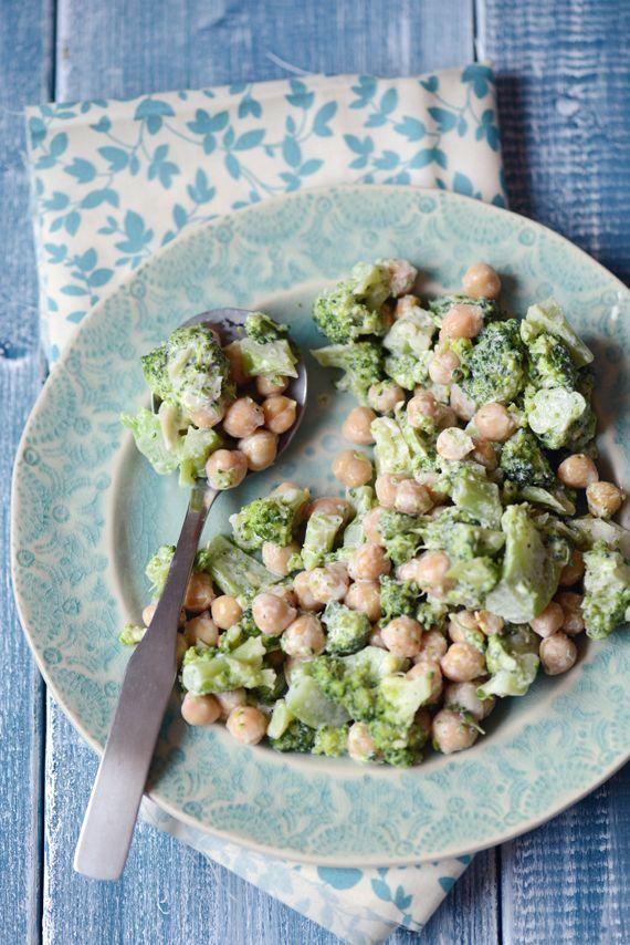 Salade de brocolis aux pois chiches et au fromage à la crème