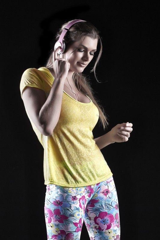 blusinha em tecido devore com capuz e legging estampada/ blouse fabric devours with hood and printed legging