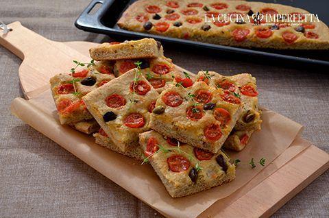 Focaccia integrale con pomodorini e olive | Le Ricette de La Cucina Imperfetta