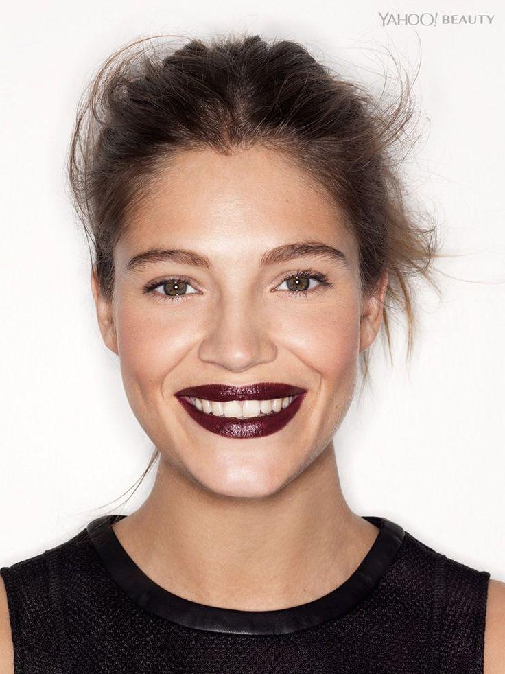 Les rouges à lèvres intenses, dans les tons bordeaux, prune ou raisin, permettent une alliance parfaite d'intensité et de chic, à condition de s'y connaître. Il est relativement facile de passer du style femme fatale au style gothique si vous n'optez pas pour la bonne teinte ou la bonne formule