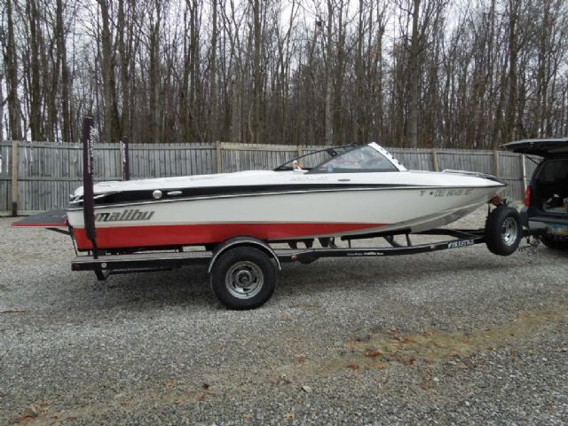 21 feet  2008 Malibu Response LXI Ski and Wakeboard Boat , Black?Red?White, 570 miles for sale in gahanna, OH