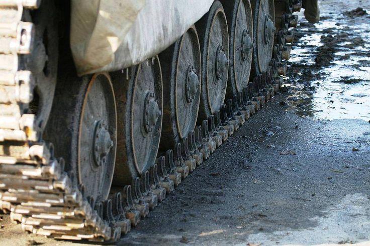 Detail letních pneumatik... http://www.impresio.eu/zazitek/projizdka-v-obrnenem-transporteru-bvp