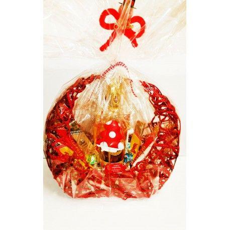 Cesto natalizio a forma di arco natalizio rosso con all'interno un misto di prodotti Strega dell'azienda Giuseppe Alberti di Benevento famosa per la produzione del liquore Strega. Prodotti cesto: Liquore Strega 500ml Stecche di torrone 10pz: Torrone al liquore Strega, Torrone alla mandorla, Torrone tenero ricoperto al cioccolato fondente, Torroncini misti, Arco da riutilizzare per molteplici usi.
