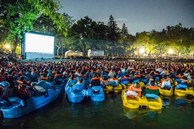 Lanchacinema es en el Bosque de Chapultepec, el de San Juan de Aragón y el bosque de Tlalpan donde hay proyecciones al aire libre con películas grandiosas.