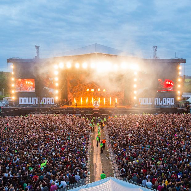 LIVE MUSIC REVIEW : Download Festival Donington Park - http://www.gigsoup.co.uk/reviews/gigs/live-music-download-festival-donington-park-12th-14th-june-2015/?utm_content=bufferdbe17&utm_medium=social&utm_source=pinterest.com&utm_campaign=buffer Three Days Grace Download Festival