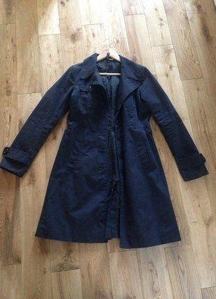 À vendre sur #vintedfrance ! http://www.vinted.fr/mode-femmes/autres-manteaux-and-vestes/31107332-trench-coat-noir-hm-classique-deme-saison