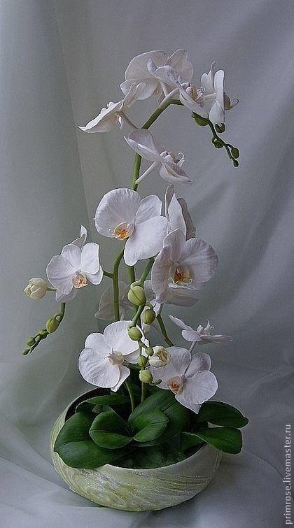 Купить или заказать композиция 'белые орхидеи' в интернет-магазине на Ярмарке Мастеров. К дождю протяну ладони солнце шепнет мне секрет от глаз посторонних скрою волшебный свой амулет. Мечтаю летать как птица и бабочки мне родня И тайна во мне родится, как утренняя заря... Цветы ручной работы. Очень изящные, трогательные и в тоже время яркие, притягивающие к себе внимание, композиции. Возможно изготовление цветов разных оттенков.