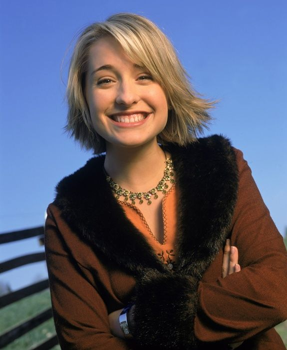 Smallville. Chloe Sullivan/Allison Mack, most beautiful smile, Here emotional expression on this show was perfect. Allison's subtleties expressed every thought in Chloe. I always shipped Chloe with Clark.