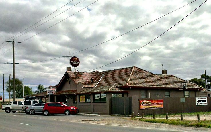 April 6: today's my brother's birthday, and we're having lunch at the Donnybrook Hotel, just north of the outskirts of Melbourne. I've never had a meal here that disappointed me. Happy birthday!