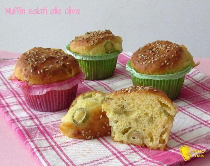 Muffin salati alle olive (ricetta buffet). Ricetta dei muffin salati soffici con olive e formaggio, facili, veloci e vegetariani (anche senza glutine)