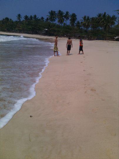 Indahnya pantai sawarna, cerita kali ini tentang pantai Sawarna yang berada di Banten. saya berangkat bersama 7 orang teman rumah saya dan merencanakannya sudah jauh-jauh hari untuk mendapatkan hari yang tepat untuk dapat berkunjung. Karena perjalanan menuju ke pantai Sawarna membutuhkan waktu yang cukup lama kami memutuskan untuk menginap disana selama 3 hari 2 malam …