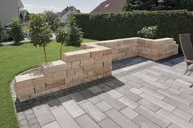 Risultati immagini per bordure giardino in pietra