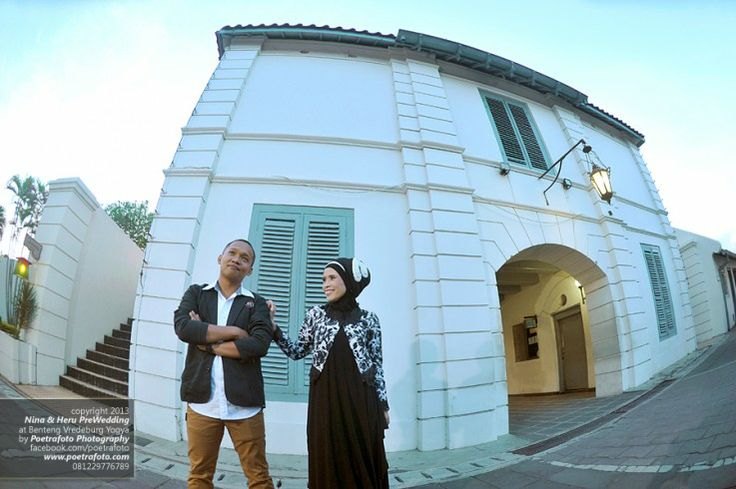 Foto Pre Wedding Outdoor di Benteng Vredeburg Yogyakarta by Pre Wedding Photographer Indonesia, http://prewedding.poetrafoto.com/pre-wedding-outdoor-photo-at-benteng-vredeburg-yogyakarta_471