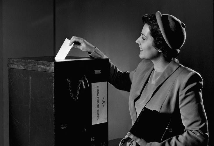 Momentos que han dejado marca: En 1919, el Congreso aprobó la 19.ª enmienda a la Constitución de Estados Unidos, permitiendo así el derecho al voto femenino.