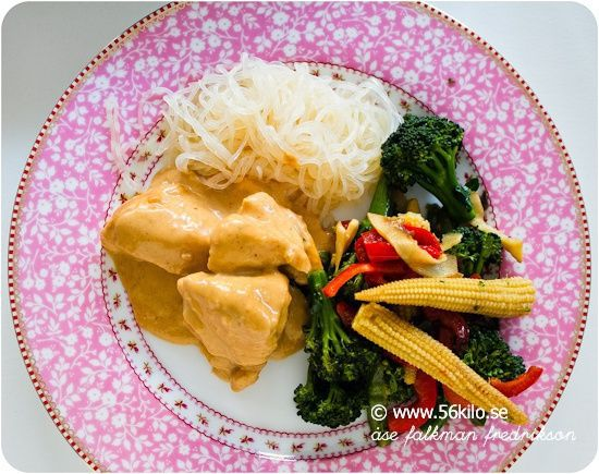 Hähnchen in Erdnusssauce und Shirataki Noodles