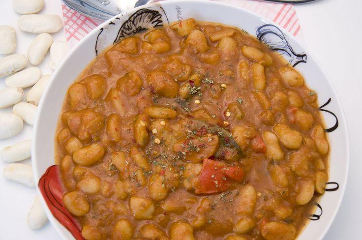 Serbische Bohnensuppe <3  Serbian Bean-Soup <3   https://www.vivalasvegans.de/rezepte/hauptgerichte/serbische-bohnensuppe/