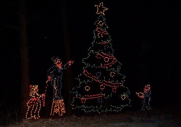 25 Fun Family Christmas Traditions