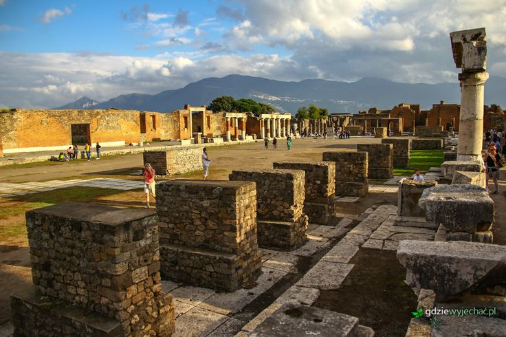 Pompeje przed zachodem słońca #Pompeii #Campania #Italy