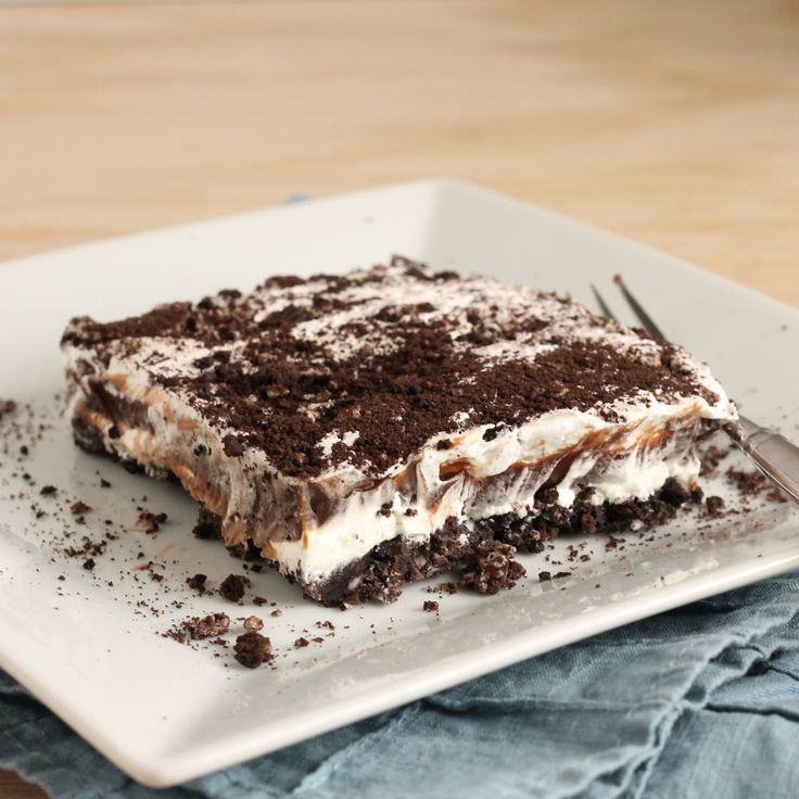 Avoid a hot kitchen with this no bake dessert recipe. No Bake Chocolate Oreo Lasagna: an Oreo crust topped with layers of chocolatey goodness.