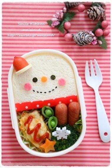 おはようございます12月に入ったしどんどんクリスマス弁作ろう!ってことで昨日は雪だるまちゃんのお弁当作りました~♪雪だるまちゃんサンド クリスマスキャラ弁♪雪…