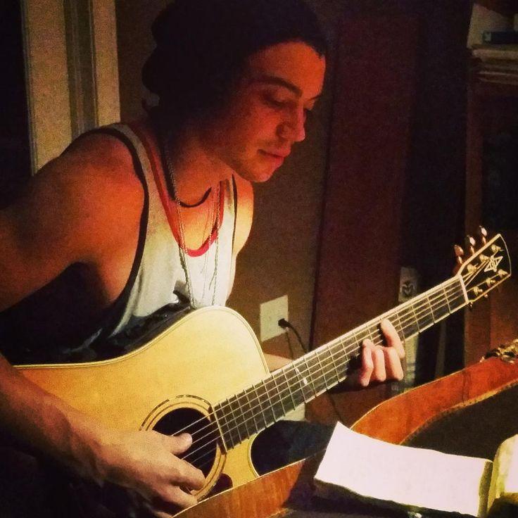 Late night writing | Miguel Dakota