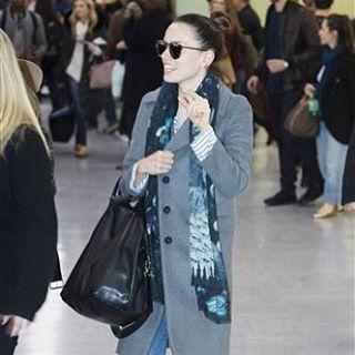 Daisy Ridley wearing Emma J Shipley x Star Wars scarf ⭐️ Star Wars fashion ⭐️ Geek Fashion ⭐️ Star Wars Style ⭐️ Geek Chic ⭐️