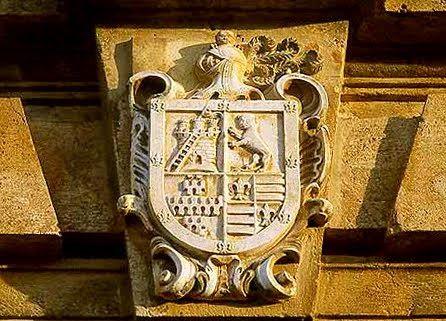 Escudo nobiliario de la familia.