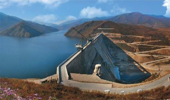 Enorme presa para la generación de energia hidroeléctrica, en Corea del Norte.