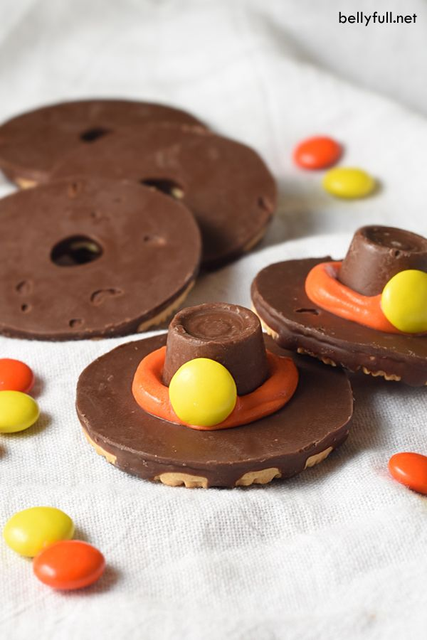 Pilgrim Cookie Hats are the cutest Thanksgiving treat! No oven required and they take only minutes to make!