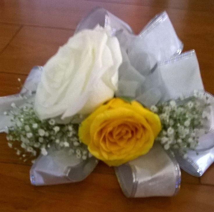 Yellow & White rose wrist corsage. #rosecorsage #yellowhitecorsage #whiteyellowcorsage #rosewristcorsage MyBouquet Las Vegas