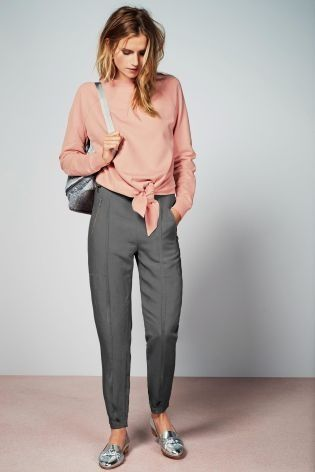 Smart yet COMFORTABLE? These Grey Linen Joggers can be dressed up or down.. and can we please look at those metallic slip ons!
