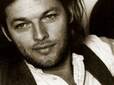 Dio mio que man tan bonito en su epoca claro  David Gilmour in the 70's - Pink Floyd