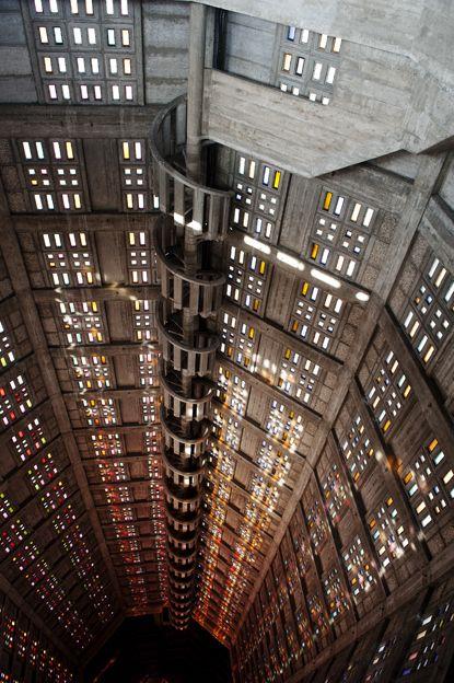 Wahrzeichen des Wiederaufbaus: die Église St-Joseph von Le Havre | Bleu, blanc, rouge
