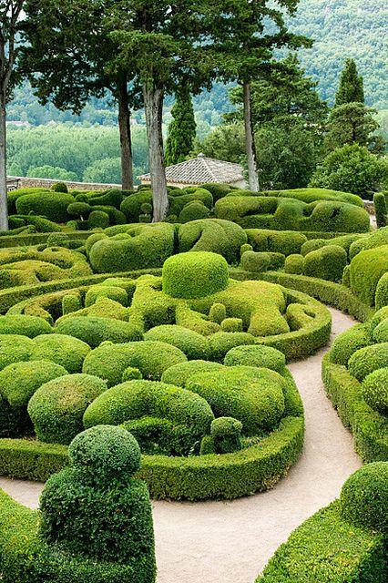 Château de Marqueyssac, Vézac, Dordogne, France - photo by Loïc Brohard, Topiary Garden Art