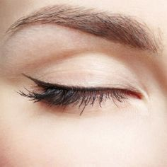 Thin eyeliner.