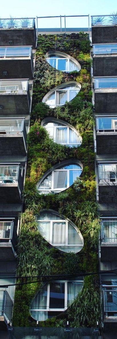 Un jardín vertical en Bulnes y Las Heras