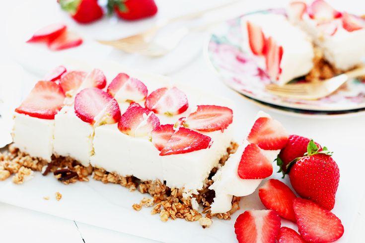 Barres de céréales façon cheesecake aux fraises