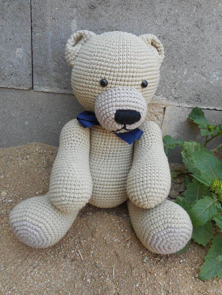 """Méďa """"Písek"""" Háčkovaná hračka-medvídek vyplněná PES kuličkami-rounem. Medvídek je uzpůsoben pouze k sedu a takto měří cca 25 cm. Oči jsou bezpečnostní. Lze jej šetrně vyprat."""