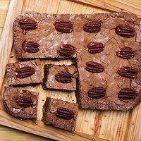 Brownie alle noci da accompagnare a una tazza di tè bollente o ad una fumante cioccolata calda