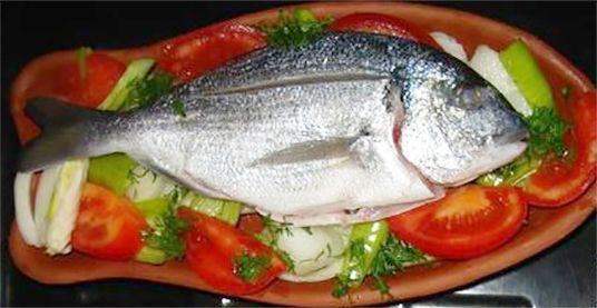 Güveçte Balık Tarifi Güveçte Balık Tarifi,balık tarifleri,yemek tarifleri,kiremitte balık tarifi,fish stew recipe,Fischeintopf Rezept,Рецепт тушеная рыба http://www.renkliyemektarifleri.com/guvecte-balik-tarifi