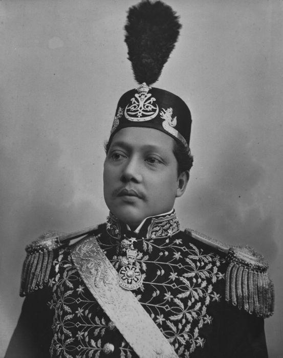 COLLECTIE TROPENMUSEUM Portret van de sultan van Siak Oostkust Sumatra.