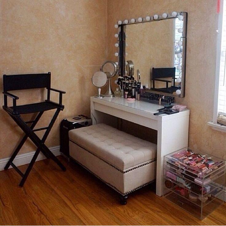 Vanity make up room
