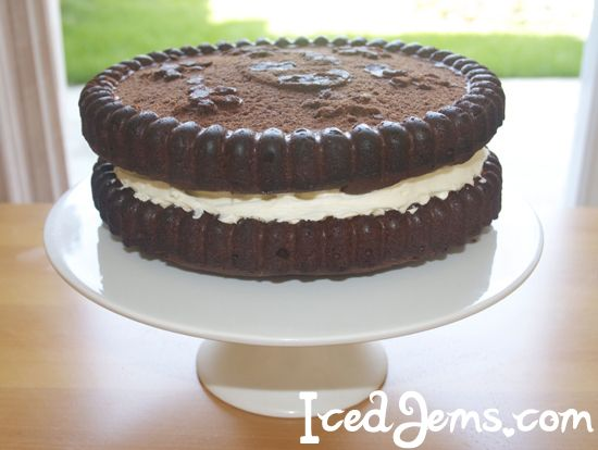 Giant Oreo Cookie Cake using Oreo Cookie silicone mould