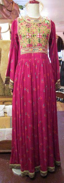 60〜70年代レッド×イエロー花柄植物刺繍ミラーワークウエストピンタッククルーネック長袖アフガンドレス - Fizz-select Lady's vintage clothing-