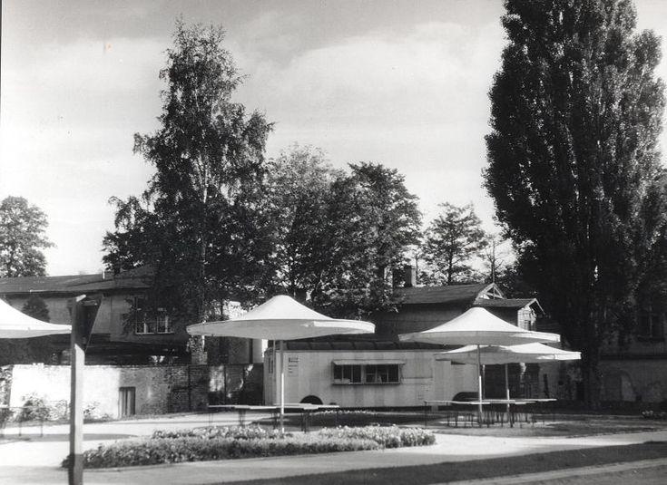 Zdjęcie numer 5 w galerii - Gazowe latarnie, brydż na plaży, warszawy na ulicach - Sopot w latach 50. i 60. [ZDJĘCIA]