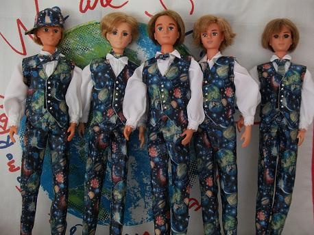 This is so very cool and so...wrong at the same time. Love the We Are SMAP costumes (and con!) ~ pretty impressed that someone actually made them on small scale.